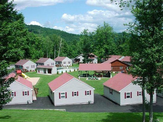 Country Cottages and Motel: Property Layout