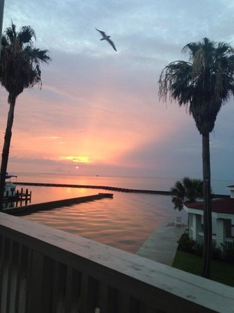 Lighthouse Inn at Aransas Bay: Sunset outside our room