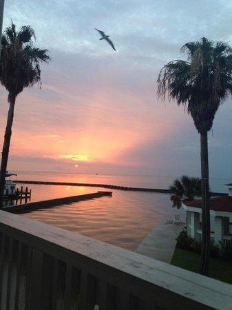 Lighthouse Inn at Aransas Bay : Sunset outside our room