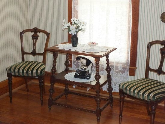 Mangum Whitehouse Bed & Breakfast: Green Room