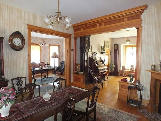 Mangum Whitehouse Bed & Breakfast : Dining and Sitting Room