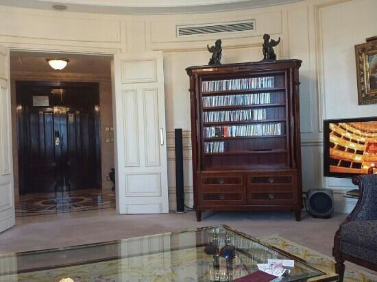 The Westin Palace Madrid: Royal suite - Living room and entrance lobby