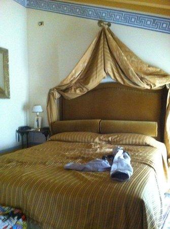 Hotel Palazzo Guiscardo: Letto matrimoniale