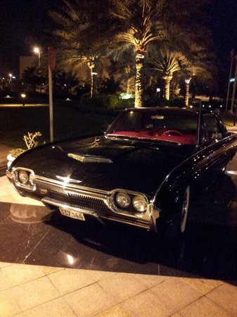 Movenpick Hotel Bahrain: vintage car at the entrance, I loved it.