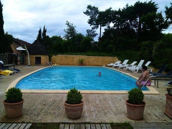 Le Mas De Castel: piscina