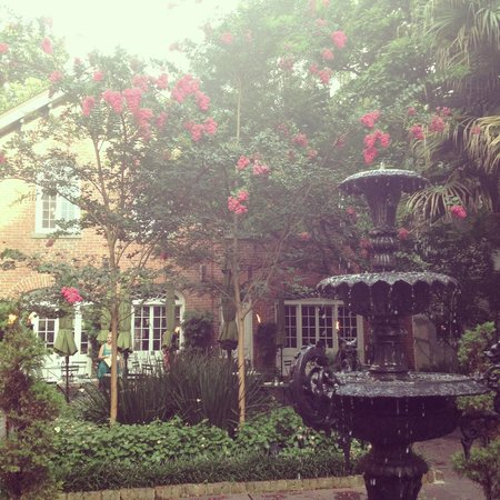 Cafe Amelie: Courtyard