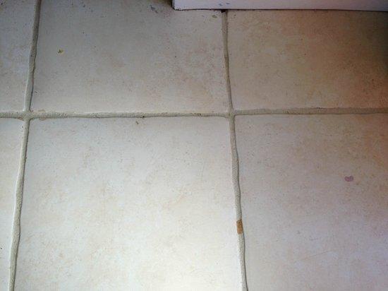 Tidelands Caribbean Hotel and Suites: more floor spots