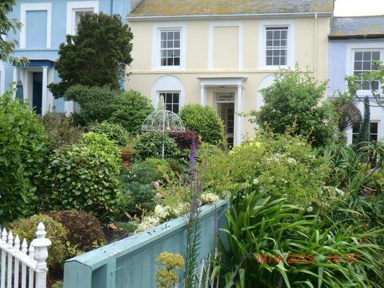 The Longboat Hotel: garden near by