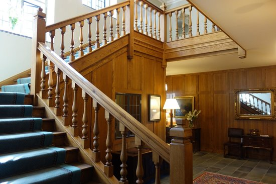Ard na Sidhe Country House: Front stairs