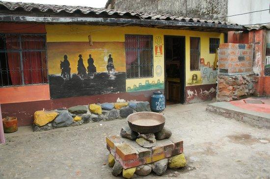 Hostal Refugio Terra Esperanza : Inner patio