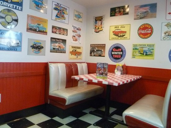 booth picture of happy days diner pigeon forge tripadvisor. Black Bedroom Furniture Sets. Home Design Ideas