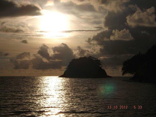Portobelo National Park: Atardecer desde playa la Vuelta.