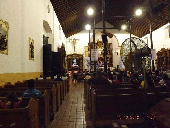 Portobelo National Park: Interior del Santuario del Cristo Negro de Portobelo.