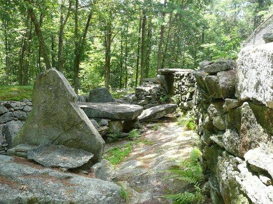 America's Stonehenge: Stone structures