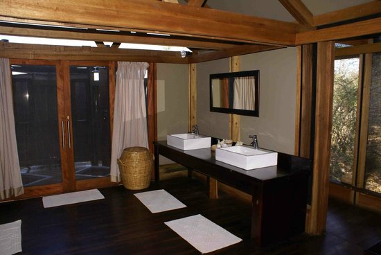 Lebala Camp - Kwando Safaris : Bath