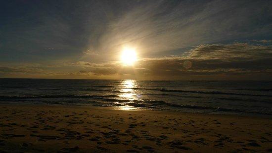 Changani Beach Cottages : Sunset