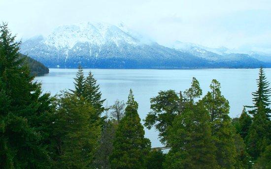 Hotel Tunquelen: Invierno en Bariloche desde el parque del Hotel