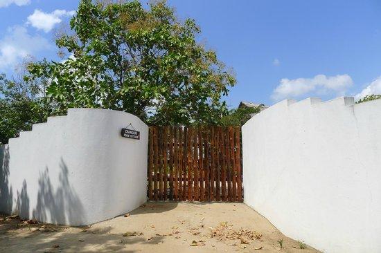 Changani Beach Cottages : Gate