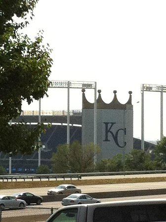 Drury Inn & Suites Kansas City Stadium: Right next to the Royals' stadium!
