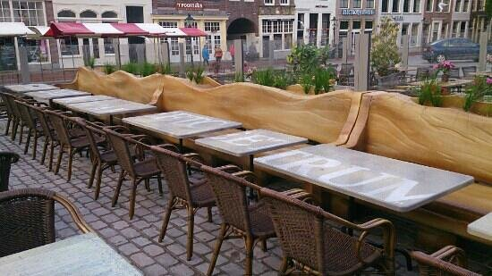 Eetcafé 't Centrum: nieuw terras