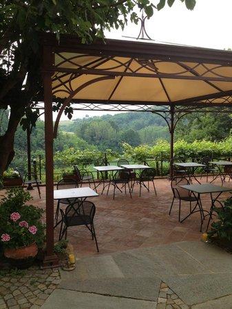Le Querce del Vareglio : The outdoor dining area