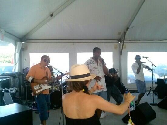 Atlantic Beach Club: world premier band