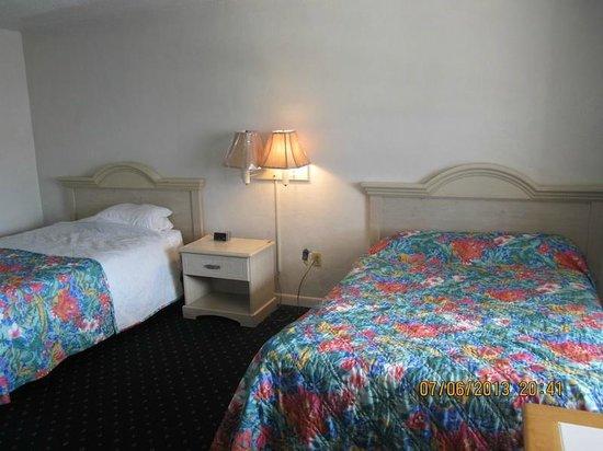 Gilbert's Resort: One light, one night stand