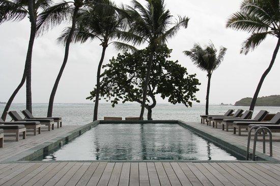 Le Sereno Hotel: Pool / Ocean