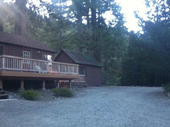 Gray Eagle Lodge: cabins