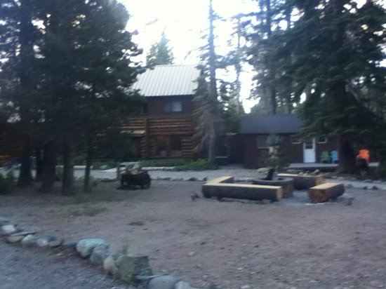 Gray Eagle Lodge: fire pit