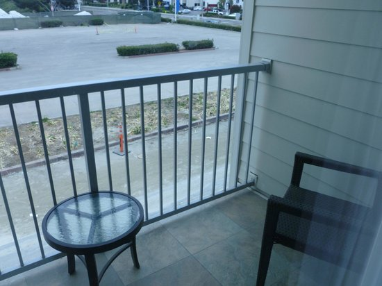 Hilton Garden Inn Los Angeles Marina Del Rey: Small balcony area off room