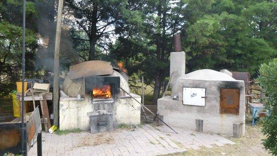 L'Obrador: Los hornos en el patio