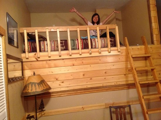 Beach House Rentals: bunk bed in Treefort Apartment
