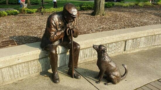 Kettering, OH: bronze man with his dog
