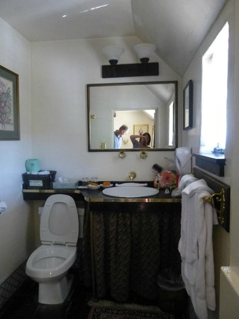 The Pelican Inn : Sink Area with hairdryer