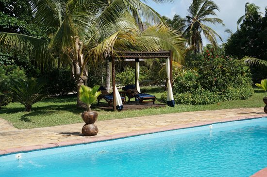 Anna of Zanzibar: Cabanas by the pool