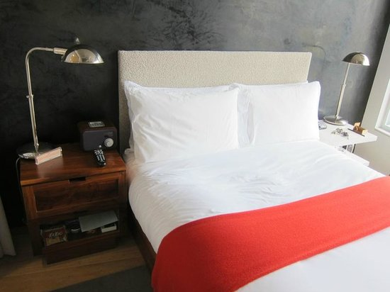 The Nolitan Hotel: Love the bed