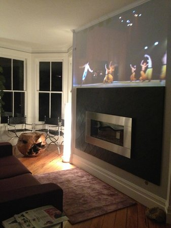 The Chanric Inn: Living room with projected silent films and ballet over the fireplace.