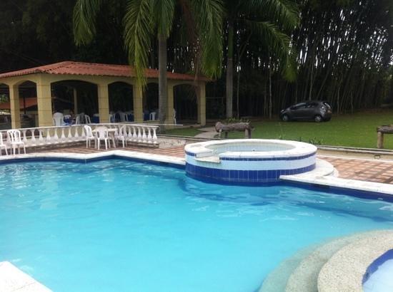 Hotel Campestre Real: Piscina y jacuzzi