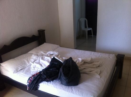Hotel Campestre Real: Cama habitación 401 (doble)