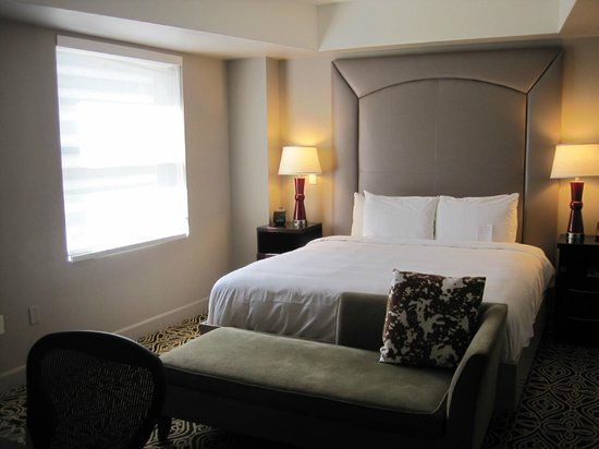 The Sam Houston, Curio Collection by Hilton: My room