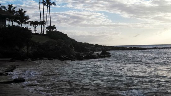 The Kapalua Villas, Maui: This is opposite the rocks to jump from