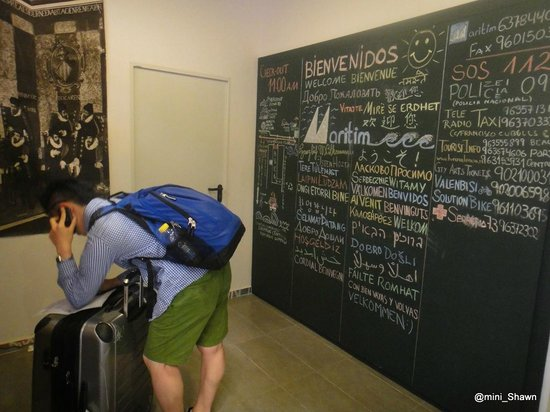 Maritim Apartamentos: welcoming board with different language on it