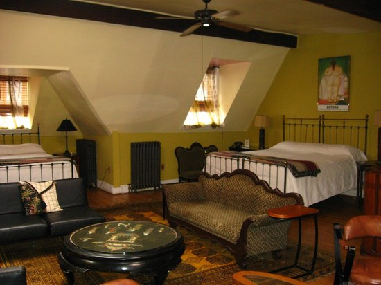 Tabard Inn: the beds in the penthouse