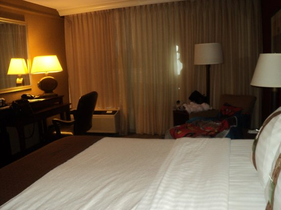 """Holiday Inn Strongsville: Comfortable but not much of a """"suite"""""""