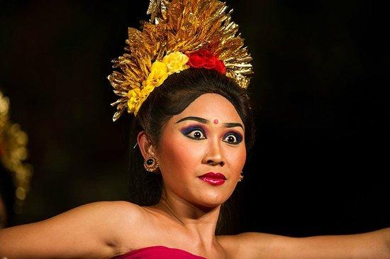 Legong of Mahabrata Epic: Bali dancer