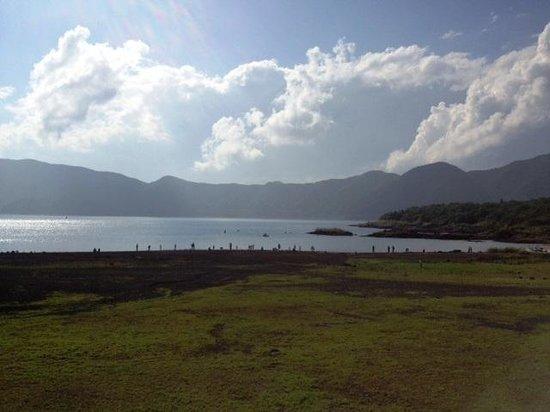 Fuji Five Lakes: 本栖湖。対岸からなら見えたのに・・・