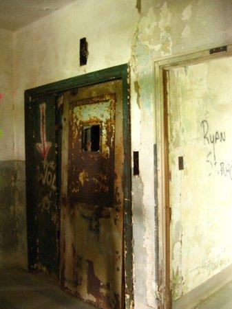 Waverly Hills Sanatorium One Of The Especially Creepy Elevators