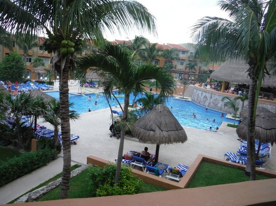 Viva Wyndham Azteca: Pool area from our balcony