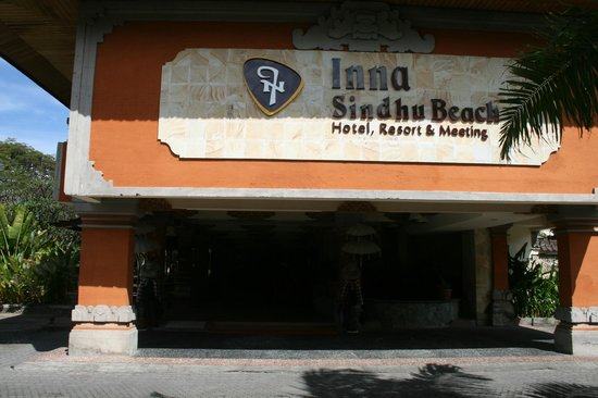 Inna Sindhu Beach: Front of Hotel Entrance